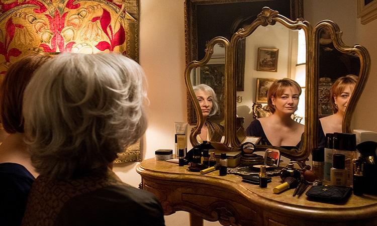 Napoli'nin Sırrı filminde Adriana ve teyzesi