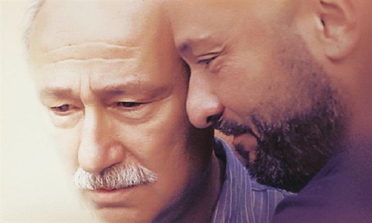 Bizi Hatırla Filminde Altan Erkekli (Kaan'ın Babası, Eşref Bey) ve Tolga Tekin (Kaan)