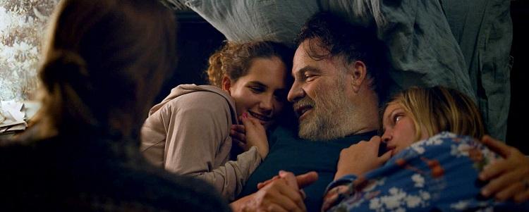 Gerçek Aşk filminde Mario (Bouli Lanners) ve kızları