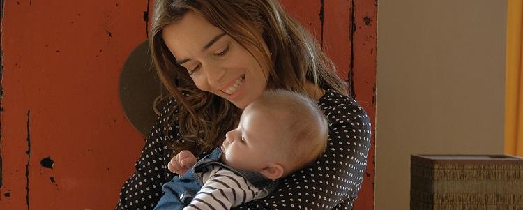 Gözbebeğim filminde Alice ve evlat edindiği bebeği