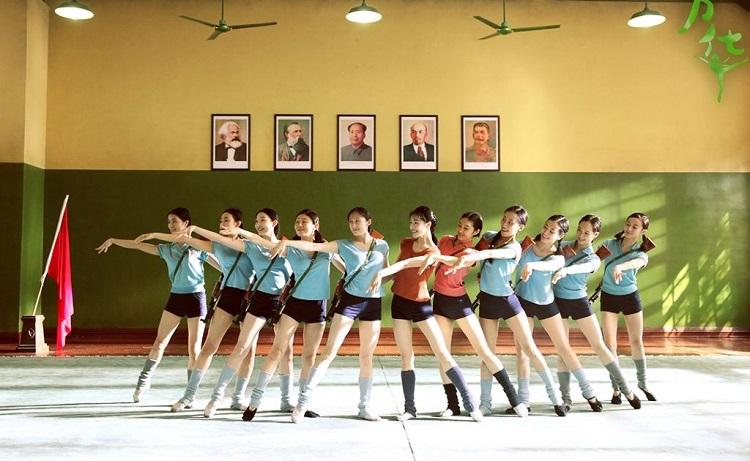 Gençlik filminde dans topluluğu